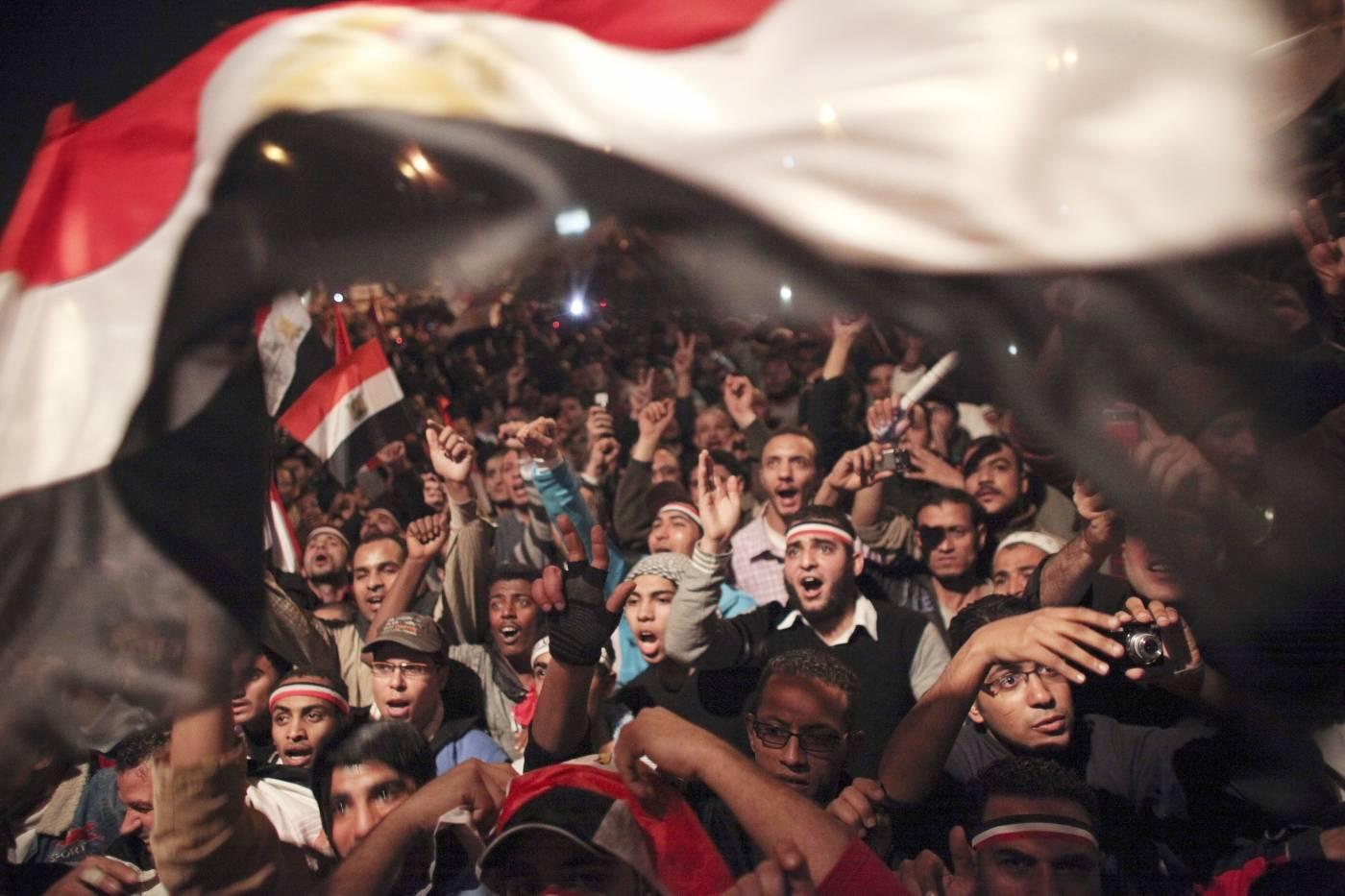 Egyptiläiset juhlivat Tahirin aukiollauutisia presidentti Hosni Mubarakin eroamisesta.Kuva: AP Photo/Tara Todras-Whitehill
