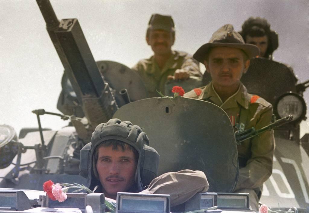 Vetäytyviä neuvostosotilaitatoukokuussa 1988.Kuva: V. Kiselev/Creative Commons