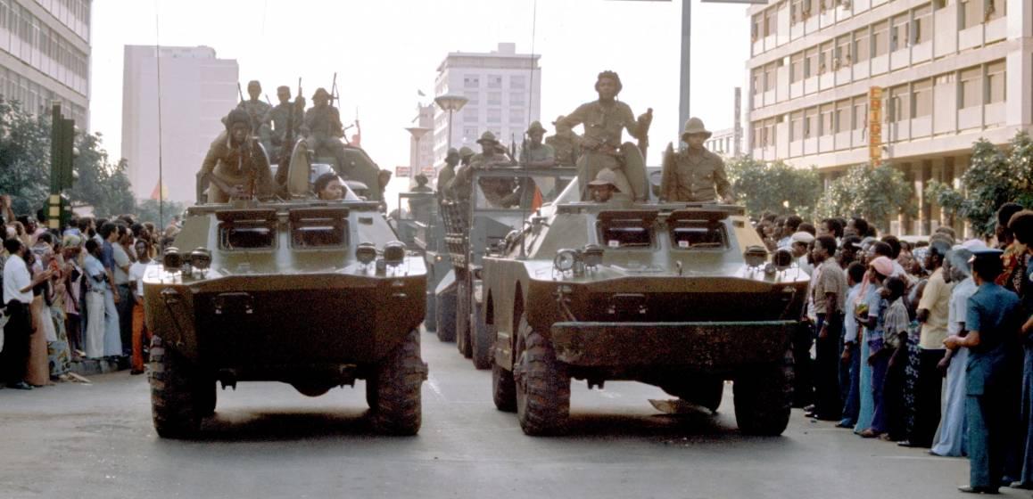 MPLA-joukot itsenäisyyspäivän paraatissa vuonna 1975. Kuva: UN Photo/Jean Pierre Laffont