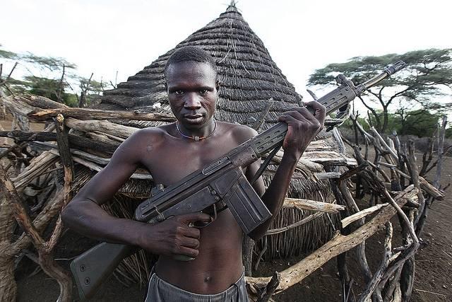 Etelä-Sudanin sisällissodan aikana myössiviiliväestöä onmilitarisoitu. Kuva: Steve Evans / Flickr