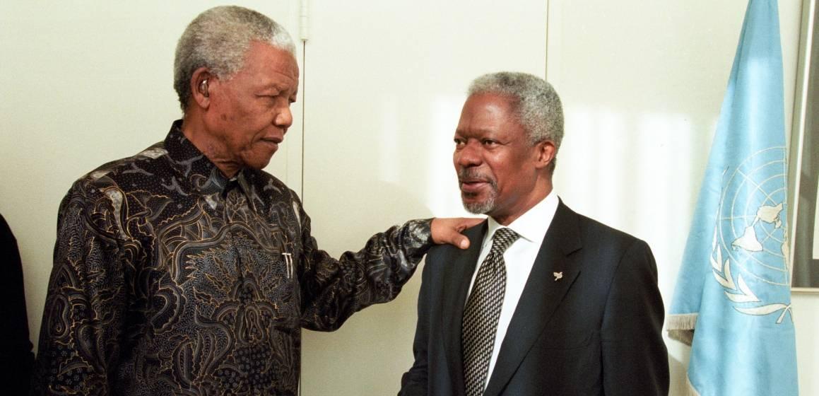 Nelson Mandela oli mukanaArusha-sopimukseen johtaneessarauhanprosessissa. Hän tapasi YK:n pääsihteeri Kofi Annanin neuvottelujen yhteydessävuonna 2000. Kuva:UN Photo/Milton
