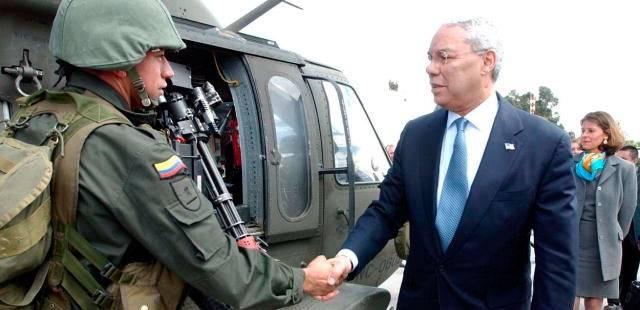 USA:n ulkoministeri vierailulla Kolumbiassa vuonna 2003. Kuva: PD-USGOV.