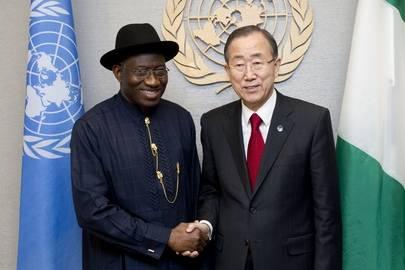 Goodluck Jonathan ja Ban Ki-moon tapasivat24. syyskuuta 2012 YK:n päämajassa New Yorkissa. Kuva: UN Photo/Evan Schneider