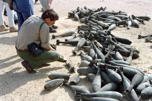 YK:n erityiskomissio UNSCOM:n tehtävänä olivalvoakemiallisten aseiden tuhoamista Irakissa. Kuva vuodelta 1992. Kuva: UN Photo / H Arvidsson