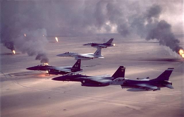 HävittäjätlentävätKuwaitin yllä. Persianlahden kriisi jasota käytiin vuosien1990-91 välisenä aikana.Kuva: US Air Force/Flickr