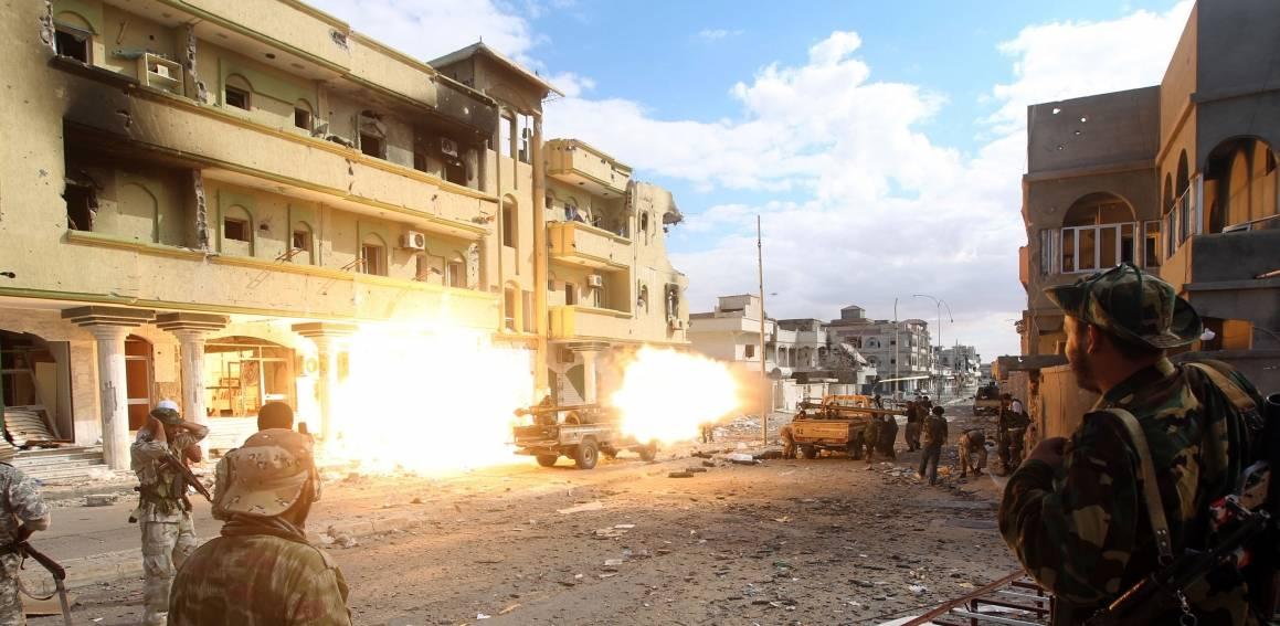 Taistelu libyalaisesta Sirten kaupungista Gaddafin vallassa olevan ajan lopulla 19. lokakuuta 2011. Kuva: NTB ScanPix/AFP kuva/ Ahmad al-Rubaye