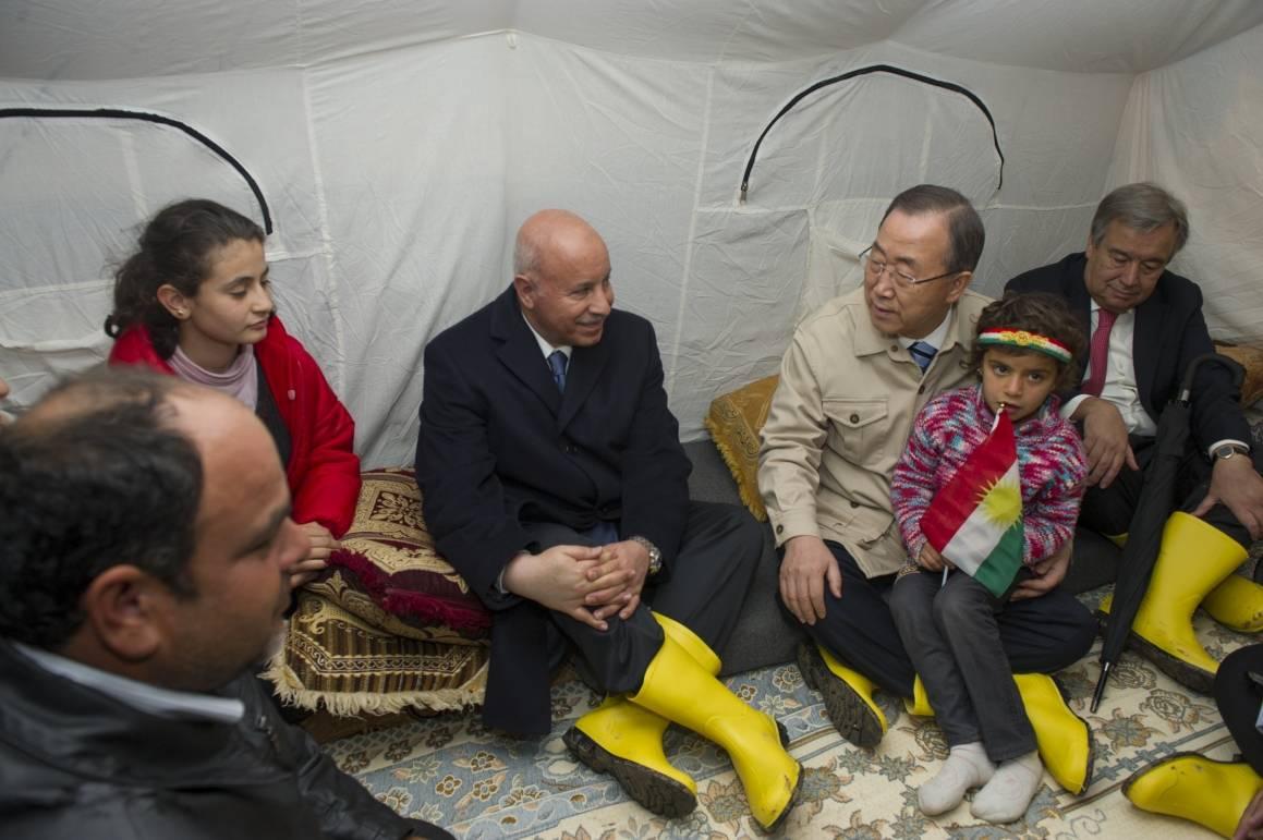 Ban Ki-moon vieraileepakolaisleirillä, joka sijaitsee lähelläErbilin kaupunkia. Kuva: UN Photo/Eskinder Debebe, 2014