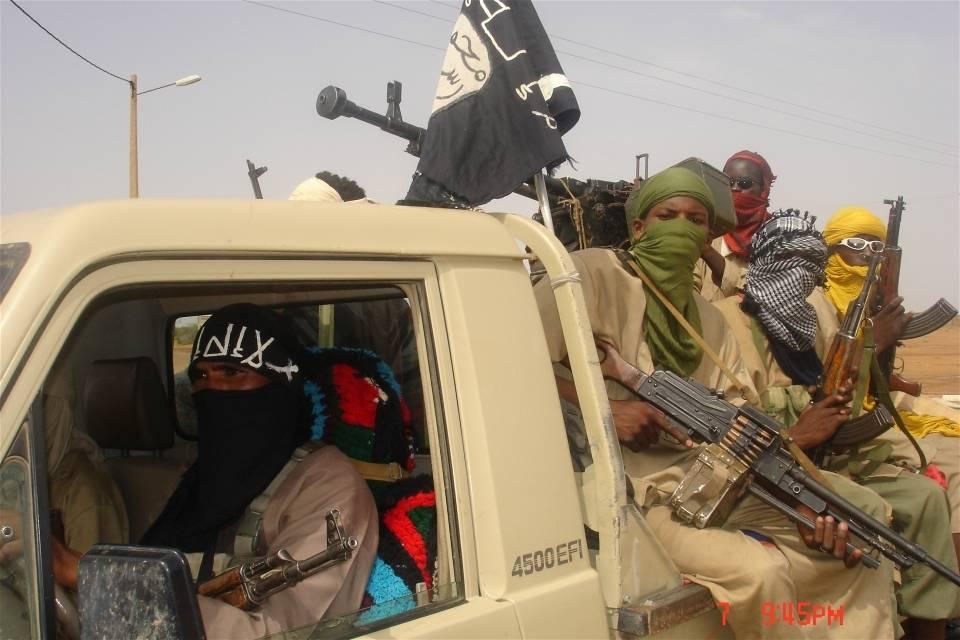 Kapinallisryhmä MUJWA:n (Movement for Oneness andJihad in West Africa) jäsenet ovat ottaneet haltuunsa Malin pohjoisassa sijaitseviaalueita. Kuva:Brahima Ouedraogo/IRIN
