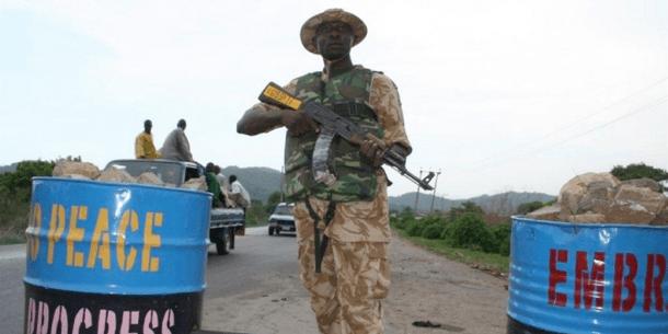 Tarkastuspiste levottomuuksista kärsivässä Pohjois-Nigeriassa