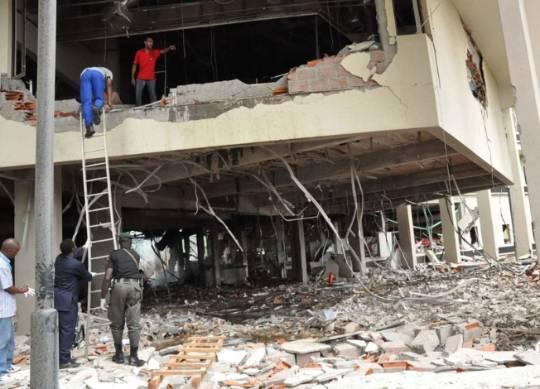 YK:n toimisto Abujassaautopommin räjähdyksen jäljiltäelokuussa 2011.(Kuva: Henry Chukwuendo/AFP)