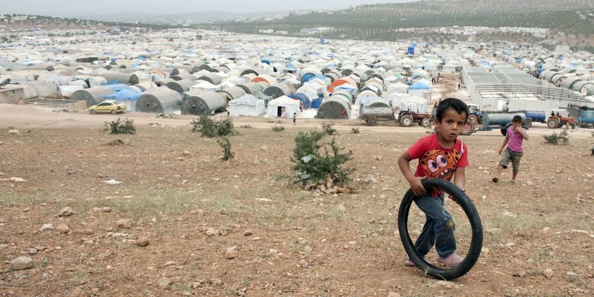 """""""Hands of Cooperation"""" -pakolaisleirin asukkaat ovat paenneet kaupunkeihin ja kyliin suuntautuneita tuhoisia iskuja. Kuva: Andree Kaiser/MCT/Sipa USA"""