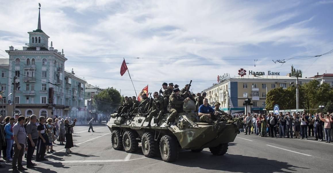 Venäjänmielisiä kapinallisia Luhanskissa, Itä-Ukrainassa syyskuussa 2014. Kuva: NTB Scanpix/Reuters/Marko Djurica.