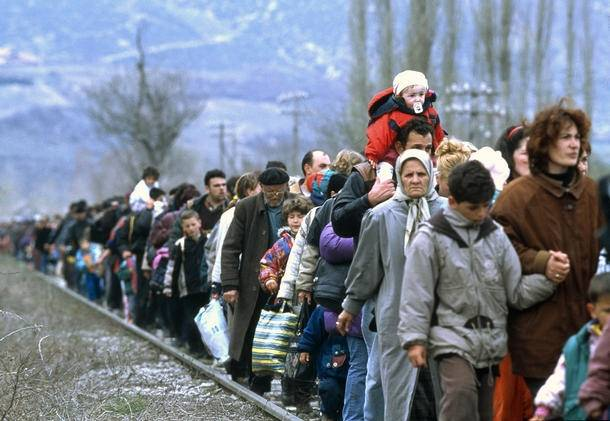 Kosovosta tulleita pakolaisia Blacen kylässä Makedoniassa vuonna1999. Kuva:UN Photo/UNHCR/R LeMoyne