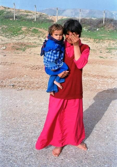 Kurdinainen itkeeSuleimaniyahin alueella tapahtuneidenlevottomuuksien jälkeenvuonna 1991.Kuva: UN Photo/John Isaac