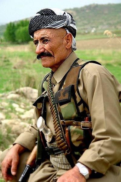 PKK-puolueen jäsen Irakin kurdialueella. Kuva: James Gordon/Wikimedia Commons