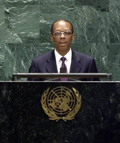 Jean-Bertrand Aristide YK:n yleiskokouksessa vuonna2003.Kuva:UN Photo/Michelle Poiré