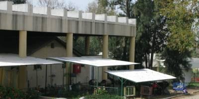Israelin Sderotin kaupunki sijaitsee alueella, jonne palestiinalaisten raketit osuvat säännöllisesti. Tämä lastentarha on rakentanut raketinkestävän katon. Kuva: Ida Jørgensen Thinn